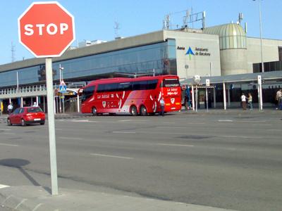 Bus del Athletic de Bilbao en el Aeropuerto de Barcelona