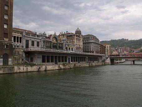 Foto panoramica de la Estacion Feve (Bilbao) y el Puente del Arenal