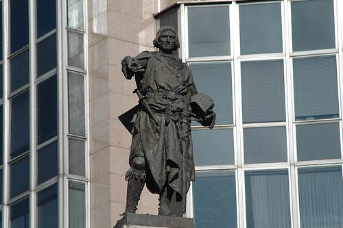 Estatua de Don Diego López de Haro en la Plaza Circular de Bilbao