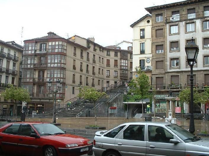 Origen de las escaleras a Begoña-Mallona en la Plaza Unamuno (Bilbao)