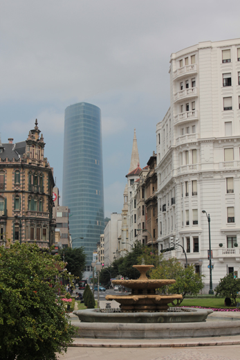 Torre Iberdrola vista desde la Plaza Moyua