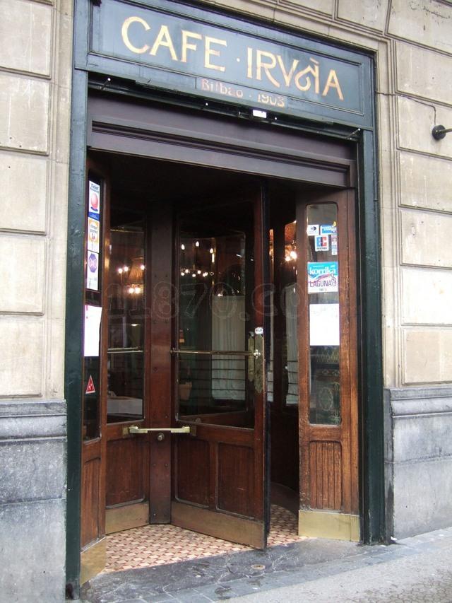 Entra al Cafe Iruña en Bilbao