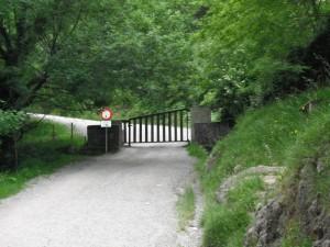 Camino de ascenso al Pagasarri: Barrera Pagasarri