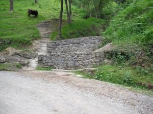 Camino de ascenso al Pagasarri: Fuente de Zapaburu
